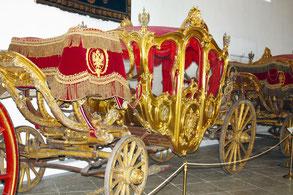 Парадная четырехместная карета, которая была приобретена у князя Н. Б. Юсупова для Екатерины II. Использовалась во время торжественных церемоний российского императорского двора