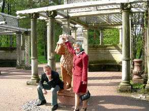 Во время приезда в Пушкин наступали счастливые мгновения — прогулки по царскосельским паркам с женой Натальей