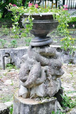 Руины фонтана на территории Пушкинских лабораторий ВИРа