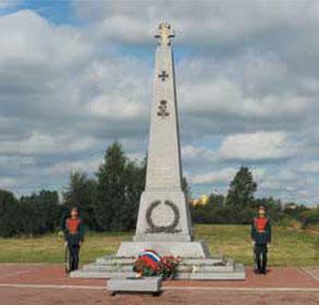 Стела-крест героям, павшим в Первой мировой войне, на территории Братского кладбища