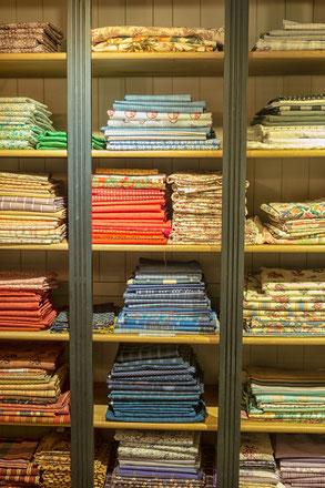 Leuke verkooptentoonstelling van oud textiel