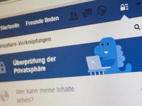 Facebook führt nun auch per digitalem Assistent durch die Privatsphäreeinstellungen. Was man mit wem teilt, sollte man trotz des freundlichen Dinos mit Bedacht wählen. Foto: Andrea Warnecke