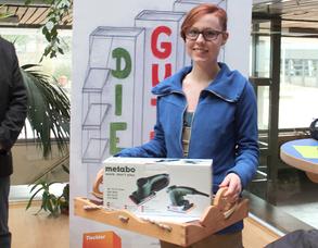 Franziska Kühne belegte den ersten Platz des Lehrlingswettbewerbes des ersten Lehrjahres mit ihrem Holztablett. Dafür erhielt sie den von Eisen Traband Stade gesponsertem Siegerpreis