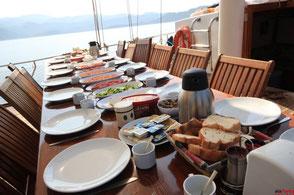 your-yacht.eu cabin charter breakfast