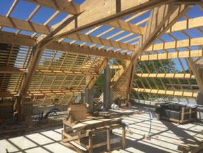 Création d'une charpente pour un bâtiment industriel par Jolly Charpente.