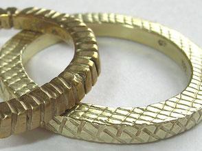 Goldringe mit Struktur oder ganz schlicht