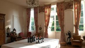 Dégustation de vin dans la Chartreuse du Château La Hitte en Lot et Garonne