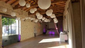 Faire la fête pour son mariage sous les poutres apparentes d'un château XVIII° en Aquitaine