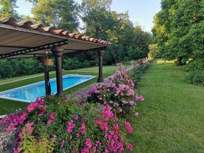 La piscine du Château La Hitte à Lavardac sans le soleil