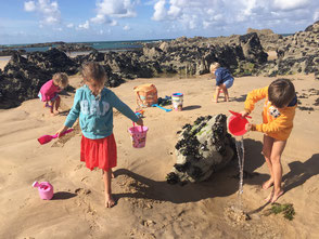 Beach of Grèves d'en Bas: Children's paradise for building sandcastles, swimming and fishing for shrimp at low tide