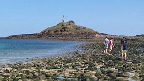 Balade vers l''îlot Saint Michel à marrée basse