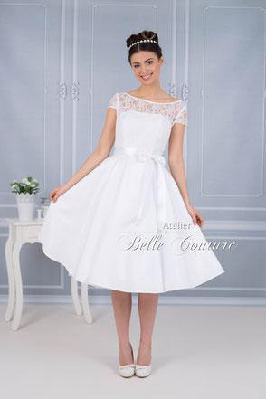 knielanges Brautkleid im 50er Jahre Stil
