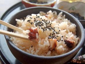 ぷりっとしたタコをもち米で炊き上げたたこめし