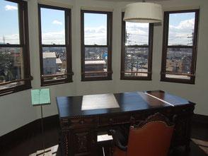 旧本多忠次邸の執務室から岡崎の街を眺める