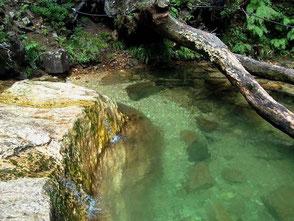 乳岩川は地元民の夏の天然プール。ライダーもぜひ