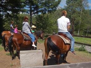 馬乗体験はショートコース500円、ロングコース1000円
