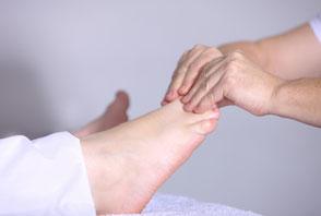 Manuelle Lymphdrainage und Bandagieren in Basel, Tappig Basel, Physiotherapie Basel, Schwellungen behandeln, Wassereinlagerungen behandeln, Sportmassage Basel