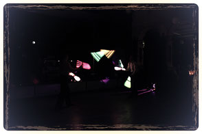 Das Schweben der Leuchtkeulen im dunklen Raum ist für das Publikum in Sachsen und Thüringen immer wieder beigeisternd.