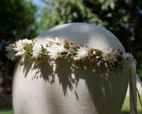 Couronne de fleurs séchées pour la mariée, faite main dans le sud de la France.