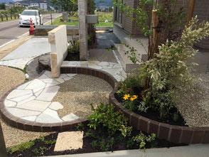 レンガステップ・曲線ライン・自然石石張り・洗い出し舗装