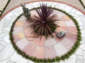 鹿島市ガーデン・鹿島市ガーデニング・鹿島市庭工事・石張りサークル・曲線塗壁・石張りテラス・きれいな石張り