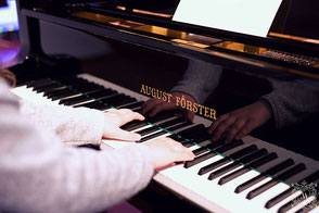 Klavierunterricht, Gesangsunterricht, Klavier spielen, singen lernen Wien Floridsdorf 21. Bezirk