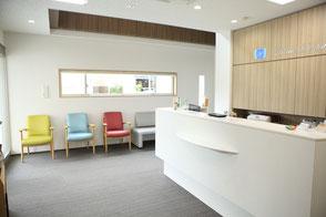 歯医者の受付・待合室