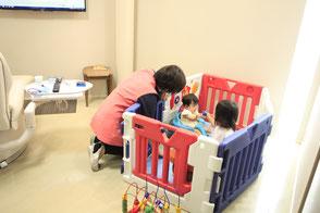 キッズスペースあり、保育士が在職している豊橋市の歯医者さん(ひきた歯科)