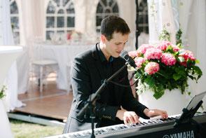 Chanteuse & pianiste, musiciens pour mariage en Sologne, Loiret Loir-et-Cher •groupe de musique pour cérémonie laïque & vin d'honneur