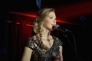Chanteuse pop lounge jazz variété • concert privé, cocktail, repas, vin d'honneur, mariage, soirée •Paris Rennes Laval Le Havre Poitiers