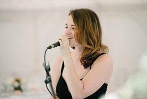 Groupe de musique pour mariage •chanteuse & pianiste pour cérémonie laïque à ANGERS