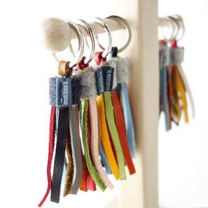 Fröhliche Schlüsselanhänger-Quasten aus Leder