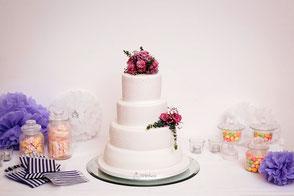 Tortenherz Hochzeitstorte mit Royal Icing und echten Blumen