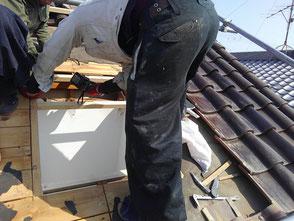 天窓(トップライト)の雨漏り修理を尼崎市で行いました。