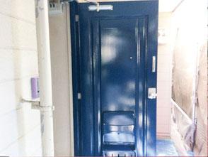 入居率を上げるアパート外壁塗装千葉市ドア塗装