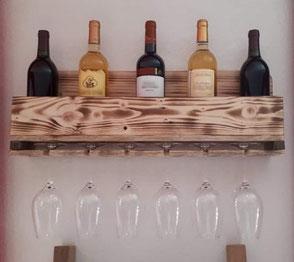 Etagère bois de palette verres et bouteilles