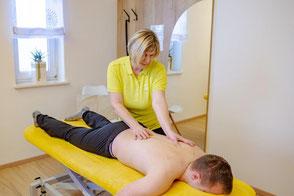 Dorn Breuss Behandlung Lösen von Muskelverspannungen im Bereich der Wirbelsäule, damit Nerven, Blutgefäße und Lymphbahnen wieder genügend Platz für ihre ursprüngliche Aufgabe haben, es führt zu einem raschen Spannungsabbau in der Muskulatur.