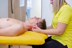 Manuelle Therapie Behandlung von Funktionsstörungen des Bewegungsapparates (Muskeln, Gelenke, Nerven) durch spezielle Untersuchungen und den dazu abgestimmten Behandlungstechniken.