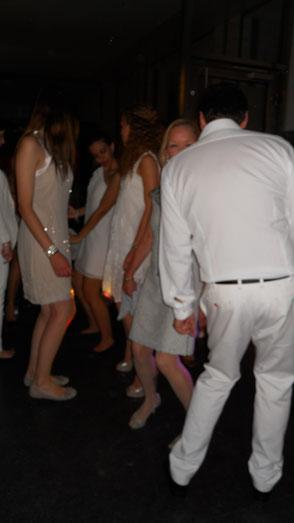 Weiße Feste - alle Gäste feiern in weiß