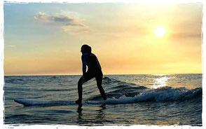 Wellenreiten Ostsee im Wellenreitkurs der Surfschule Kühlungsborn