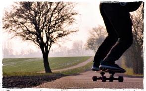 longboard fahren in der Surfschule an der ostsee