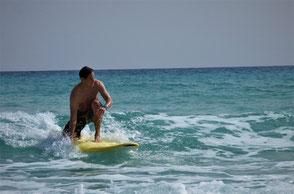 Wellenreiten lernen in deinem Wellenreitkurs in der Surfschule Kühlungsborn/ Rerik. Buche jetzt deinen Wellenreitkurs Ostsee. Die Surfschule Ostsee am Salzhaff. Moin Moin Surfen fetzt!