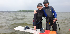 Kitesurfen lernen an der Ostsee. Genieße deinen Urlaub in deiner VDWS Kiteschule Oceanblue Watersports an der Ostsee in Rerik und Kühlungsborn. Lerne Surfen jetzt!