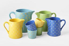 Der Krug. In der Töpferei Loryplatz werden durch Handarbeit Keramik- Krüge und Becher hergestellt.