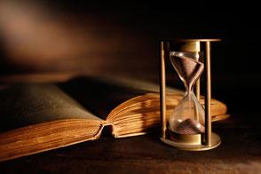 Altes Buch und Sanduhr - Wissen und Zeit für das Sulingen Projekt?