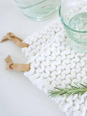 Topflappen aus Textilgarn mit dem Strickset von Wooltwist