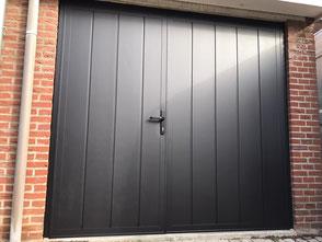 openslaande garagedeur in verticaal ral 9005