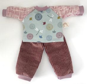 Puppen Kleidung für Stoffpuppen Hose aus altrosa Cord Oberteil aus hellblauem Jersey mit zartem pastellfarbenen Motiven genäht