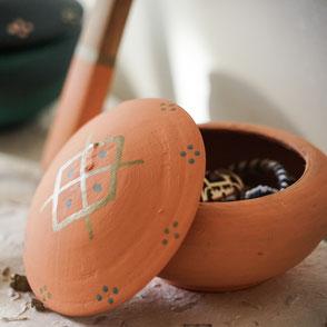 petite boite a bijoux-terre cuite-artisanale-orange pastel-motifs berberes