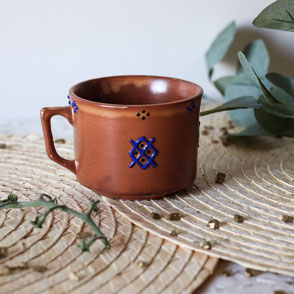 tasses a cafe-terre cuite-marron-motifs berberes bleus